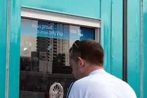 """""""Stolz"""" verkünden die Veranstalter, dass sie die Kreditkarten der meisten Besucher schlicht nicht akzeptieren."""