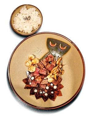 Viel Show, aber auch sehr ordentliche Steaks vom Teppanyaki gibt es im Benihana in der slowakischen Hauptstadt.