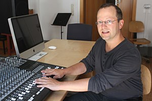 """""""Man kann auch ein guter Komponist sein, wenn man weiß, wie man eine Glühbirne einschraubt."""""""