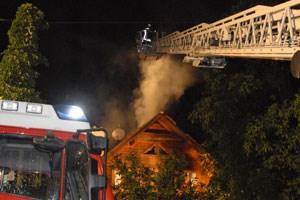 Erst nach einer Stunde konnte der schwer zugängliche Brand unter Kontrolle gebracht werden.