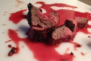 ... ist auch das so genannte Texas Steak kein Fehler: abgelegen, saftig, und am besten nicht zu lang erwärmt.
