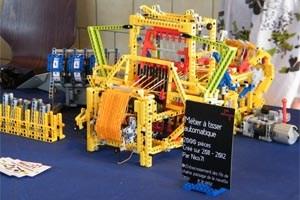 Der Lego-Webstuhl stellt keine Geschwindigkeitsrekorde auf.