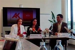 Gabriela Zgubic, Daniela Zimmer und Jaro Sterbik-Lamina informieren über den Handel mit Standortdaten.