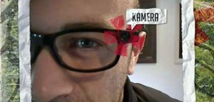 Michael Reisecker filmt die Einwohner Österreichs mit einer Brillenkamera.