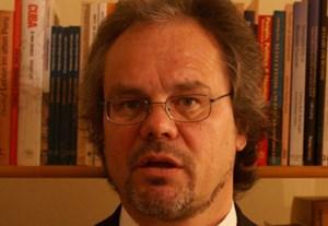 Robert Lessmann (52) ist Soziologe und Politologe und arbeitet als Konsulent, Journalist und Buchautor zum Schwerpunkt Lateinamerika.