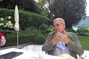 """""""Ich wollte nicht mit aufgebrachten FPÖ-Wählern in Körperkontakt treten"""" über seine Wahl zum Landeshauptmann, die von starken Protesten der FPÖ begleitet wurde."""