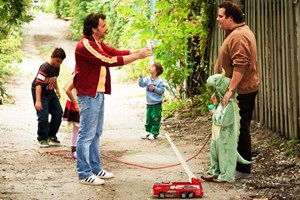 """Die Vielfachvaterrolle ist neu und fordernd: Patrick Huard (li.) als Titelheld und Antoine Bertrand in Ken Scotts """"Starbuck""""."""