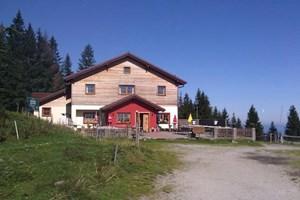 Die Kampsteiner Schwaig-Hütte.