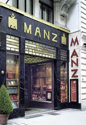 """""""Läuft auch heute noch den stylishen neuen Shops spielend den Rang ab"""": Adold Loos' Manz-Portal am Kohlmarkt."""