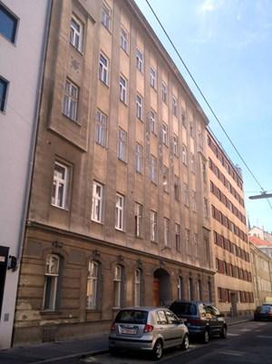 Das Zinshaus in der Brigittagasse 14: Auch hier klagen Mieter über Schikanen.
