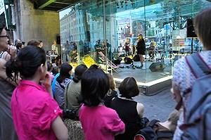 Bei der Präsentation am Samstag gab es neben der frisch gepressten CD ein Live-Konzert von Dorit Chrysler.
