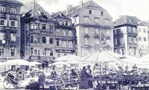Der Hauptplatz samt Marktständen von Graz im Jahr 1914...