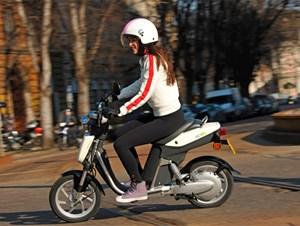 ...  und der Electric Commuter von Yamaha.