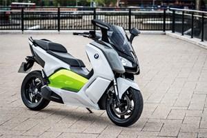 BMW nimmt die Erfahrung und die Komponenten aus dem Automobil-Projekt BMW i und steckt sie in einen Roller, nachdem sie heuer bereits am Maxi-Scooter-Markt erfolgreich gestartet sind.