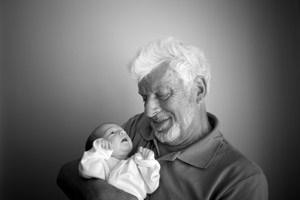 Wie sehr das Alter des Vaters die Kindergesundheit beeinflusst, wird den Forschern zufolge unterschätzt.