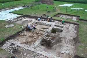 Archäologen an der Arbeit: Die Grundmauern zeugen von einer im vierten Jahrhundert erbauten Basilika in Virunum.