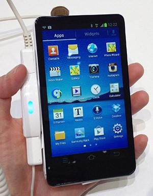 Über den Google Play Store können auf die Kamera mit Android 4.1 Jelly Bean beliebige Apps installiert werden.