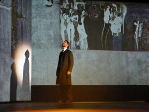 Gustav Klimt als Musical, da weiß man, man ist in Wien. Zu sehen ist das Unterfangen im Künstlerhaus.