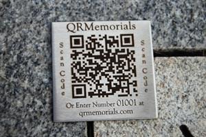 Ein QR-Code am Grab führt zu einem digitalen Profil, dass an den Verstorbenen erinnert.