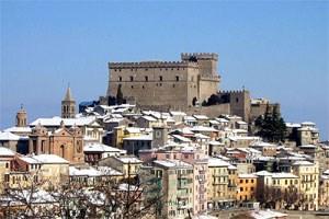 Das aus dem 13. Jahrhundert stammende Castello Orsini in Soriano soll ebenfalls verkauft werden.