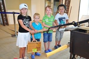"""Die Kinder sammelten in einem """"Reisekoffer"""" Schätze, die es in allen Museen zu finden galt."""