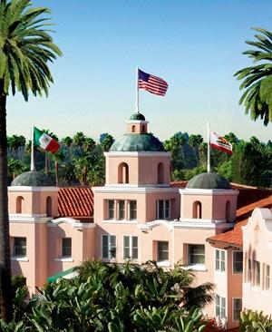 """1948 wurde das Beverly Hills Hotel rosa gestrichen, daher auch sein Name """"Pink Palace""""."""