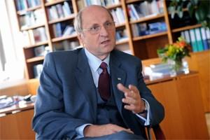 """""""Die größte Quelle der Ineffizienz liegt beim Gesetzgeber"""", kritisiert WU-Rektor Christoph Badelt zu beliebiges Studienrecht."""