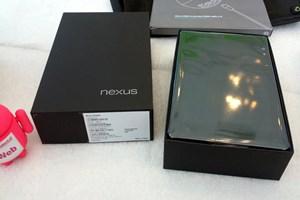Es darf ausgepackt werden: Googles Nexus 7 ist ab sofort auch in Österreich erhältlich.