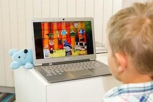 Kinder sollen anhand einer Software spielerisch die deutsche Sprache kennenlernen