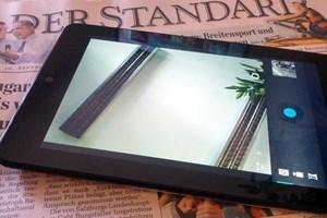 Die Front-Kamera des Nexus 7 lässt sich auch zu Foto- und Videoaufnahmen bewegen - die richtige App vorausgesetzt