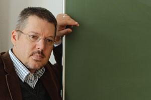 Buchautor Frank Huss. Der Lehrberuf birgt eine besonders hohe psychosoziale Belastung.