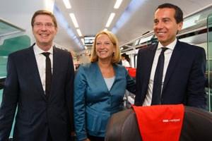 Bei einer Testfahrt auf der neuen Strecke stellten sich ÖBB-Vorstand Franz Seiser, Bundesministerin Doris Bures und ÖBB-Vorstandsvorsitzender Christian Kern den Fragen der Presse.