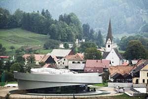 Wie ein Ufo im Dorf gelandet: das Kulturzentrum für europäische Weltraumtechnologien im slowenischen Vitanje.