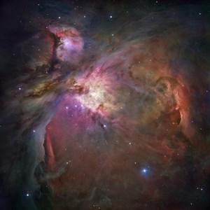 Gesamtbild des Orionnebels mit dem Sternhaufen im Zentrum.