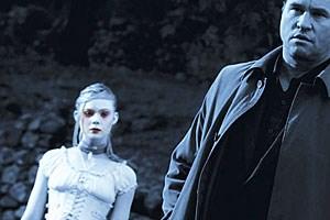 """Der jüngste Film von Francis Ford Coppola, ein persönliches Geschenk an E.A.Poe-Liebhaber, mit 3D-Passagen: Elle Fanning als Geist und Val Kilmer als kriselnder Schriftsteller in """"Twixt"""" (2011)"""