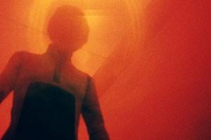"""Ein Bild- und Tongedicht - Synthesizer-Score von Jeremy Schmidt (Black Mountain) -, eher ein Trip als eine Handlung: """"Beyond the Black Rainbow"""" von Panos Cosmatos (Kanada 2010)."""