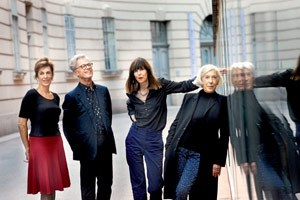 Mode ist weniger provokant als subtil: Darin waren sich die Diskutanten bei der RONDO-Podiumsdiskussion einig. Von links: Barbara Vinken, Peter Bäldle, Brigitte Felderer und Elisabeth Längle.
