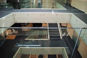 Bauwerke mit bis zu sieben Geschoßen sind in Holzbauweise heute kein Problem mehr. Im Bild: Unternehmenszentrale der Südtiroler Firma Rubner.