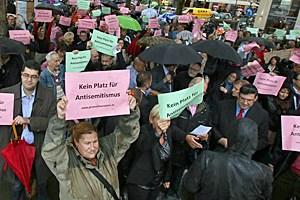 Dass es 13 Tage gedauert hatte, um einen Protest auf die Straße zu bringen, ist Ausdruck der Kraftanstrengung, derer es in Österreich für so etwas bedarf.