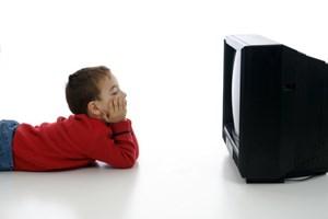 Unglückliche Kinder sind laut Studie empfänglicher für die Verheißungen der Werbung.