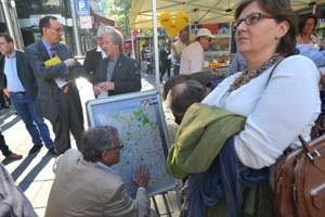 Viel Gesprächsbedarf - beim Speaker's Corner auf der Straße ebenso wie hinter den Kulissen.