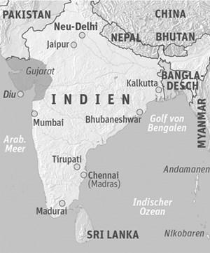 """Anreise & Unterkunft Flüge nach Mumbai bieten unter anderem Lufthansa, Emirates, Austrian, Oman Air und Air India an. Tägliche Flüge von Mumbai nach Diu mit Jet Airways. Unterkunft: Radhika Beach Resort - am Nagoa Beach, Swimmingpool, 24-Stunden-Service und Motorrollerverleih. Hoka Resort - Dius einziges Boutique-Hotel mit wenigen Zimmern und intimen Balkons Die Destination Diu Island wird unter anderem von Lotus Reisen angeboten - etwa als Station auf der achttägigen Gujarat-Tour """"Wiege der Seele Indiens"""" von Ahmedabad nach Diu. Weitere Infos: www.incredibleindia.org"""