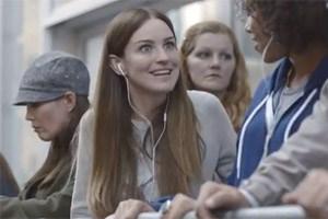 """""""Der neue Connector ist digital. Aber was genau soll das heißen?"""": Apple-Fanboys in der Warteschlange."""