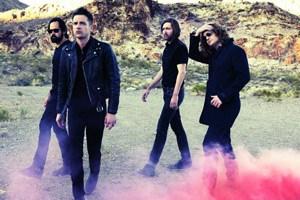 Brandon Flowers (Zweiter von links) und The Killers aus Las Vegas lassen auf ihrem neuen Album den Pappmond über den amerikanischen Highways aufgehen.