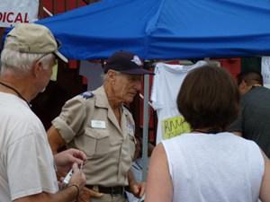 Stan Brock organisiert die Camps, in denen Ärzte Bedürftige gratis behandeln.
