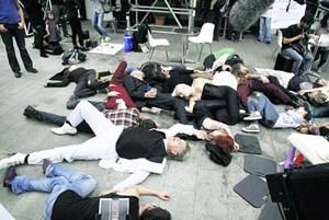 """""""Exorzismus"""" und demonstrative Regelverstöße in Graz."""