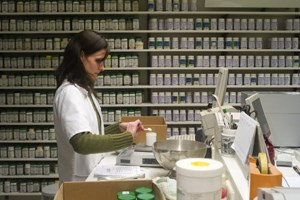 Länger offen zu halten ist den meisten Pharmazeuten zu teuer. Sie bauen auf Notdienste.