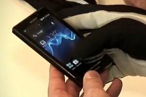 Das Xperia sola kann nun mit Handschuhen bedient werden.