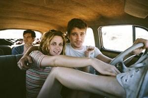 """Auf dem Weg in den Westen - und in ein neues Zeitalter: Sal Paradise (Sam Riley, hinten) und seine Gefährten Dean Moriarty (Garrett Hedlund) und Marylou (Kristen Stewart) in """"On the Road""""."""