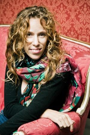 """Die israelische Regisseurin Yael Ronen im Grazer Schauspielhaus, wo sie in """"Hakoah Wien"""" ab nächster Woche viel von ihrer Familiengeschichte erzählt. Und von der """"Ambivalenz mehrerer Identitäten""""."""